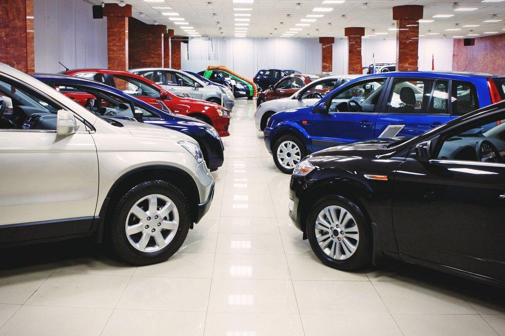 Разрыв с продажами 2015 года сокращается